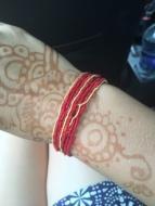 ...und das heilige rote Band. Da ich nicht verheiratet bin muss ich es am rechten Arm tragen.