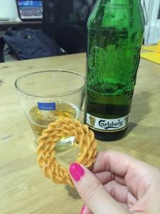 Bier und indische Snacks