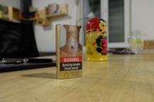 Zigaretten gibts fuer 125 Rs (1,67 Euro). Eine Packung hat 10 Stueck. Selten gibt es auch westliche Marken (Marlboro, PallMall). Die kosten natuerlich mehr.