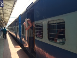 Mit dem Zug von Kovalam nach Varkala.